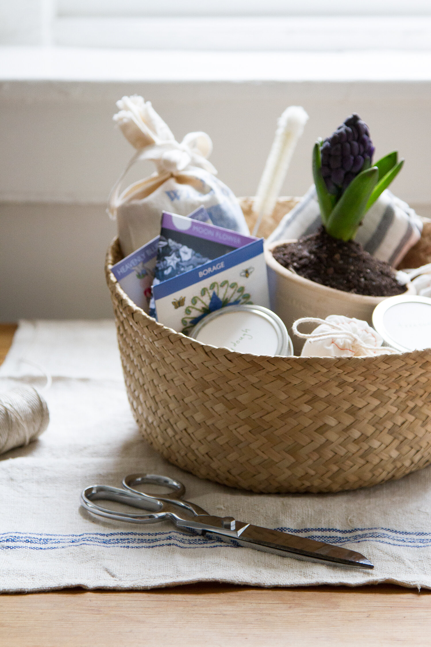 clutter-free easter basket   reading my tea leaves