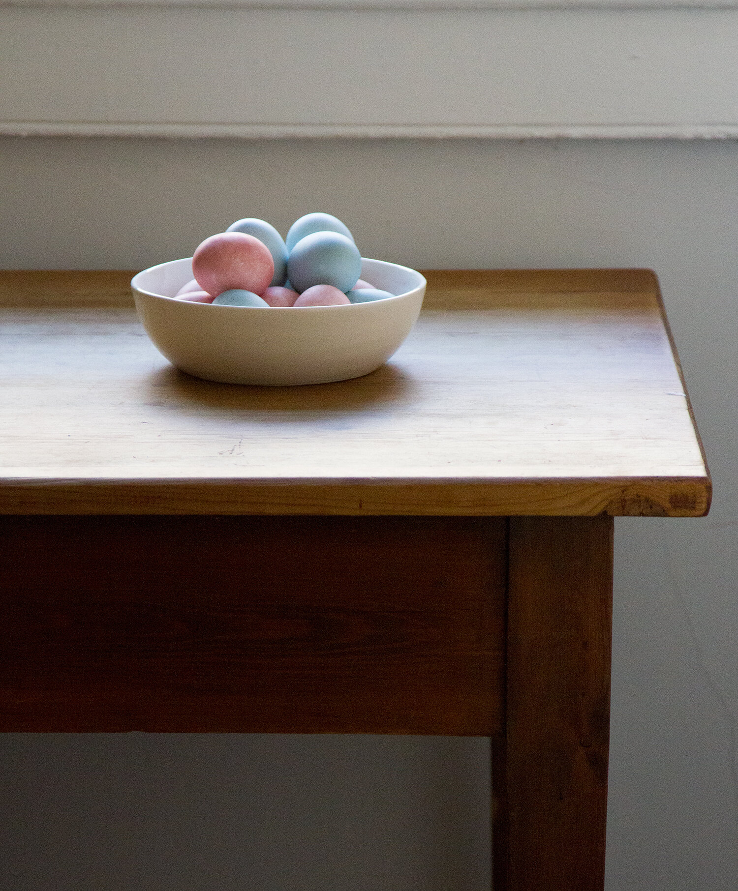 pastel-colored easter eggs with natural dyes | reading my tea leaves