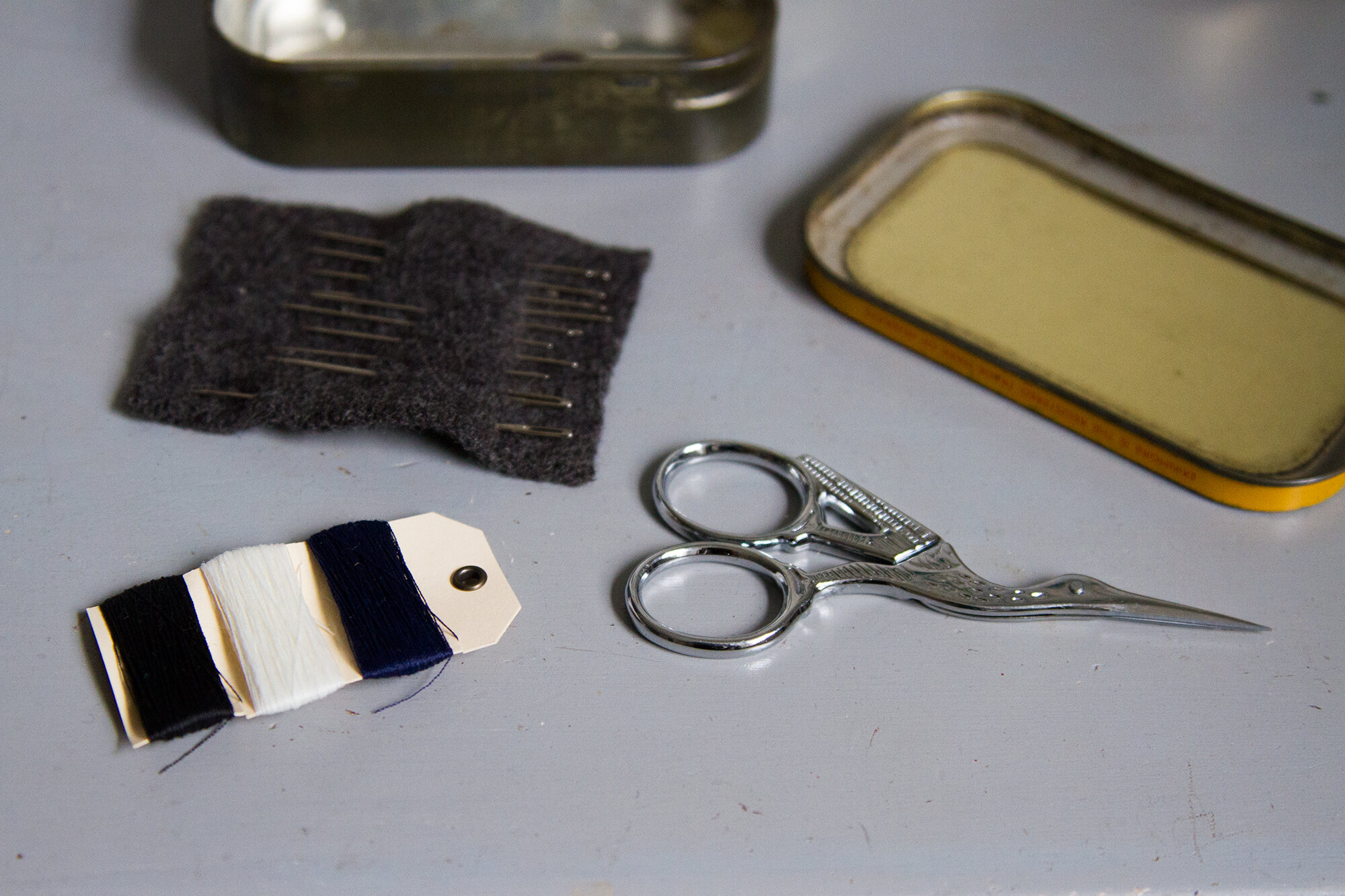 growing a minimalist wardrobe: make a sewing kit