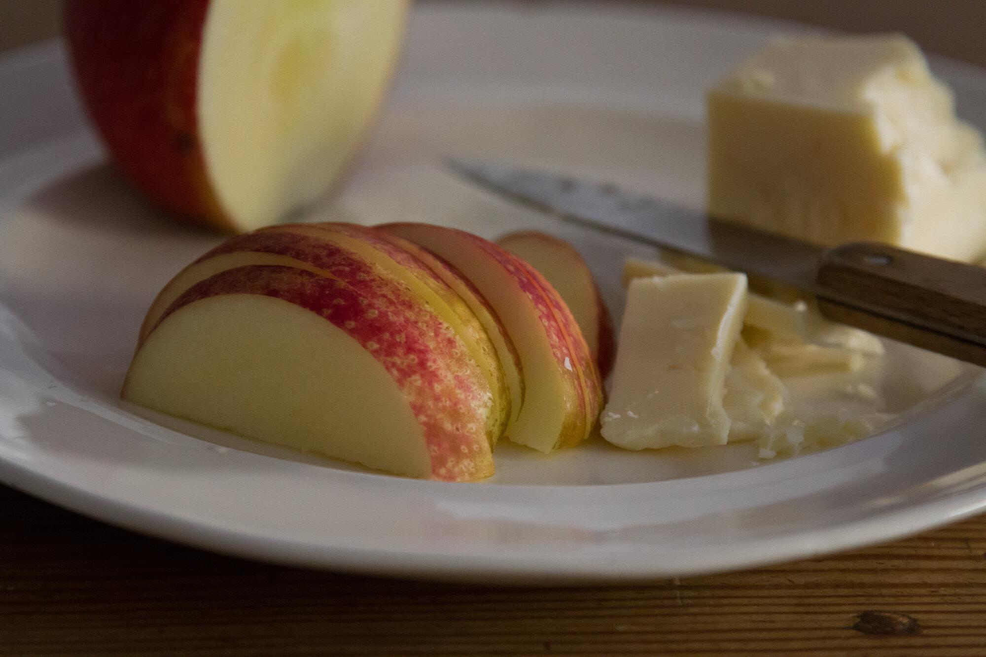 apples_reading_my_tea_leaves_img_4605