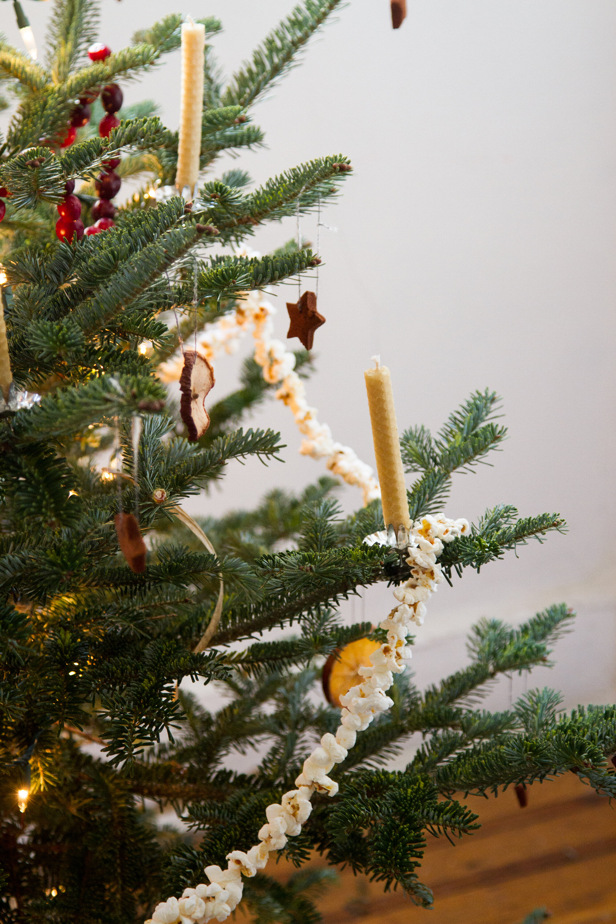 clutter-free holiday decorations. – Reading My Tea Leaves – Slow ...