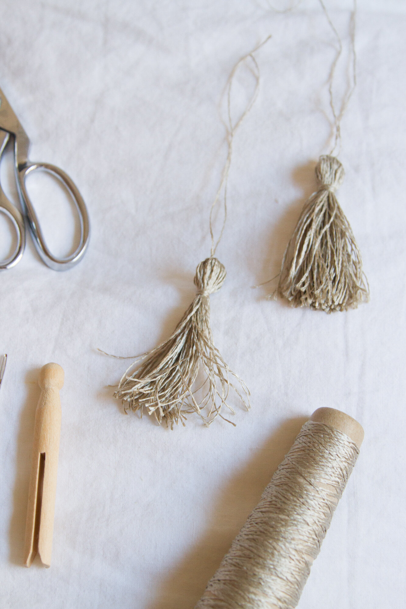 make your own pom-poms and tassels | reading my tea leaves