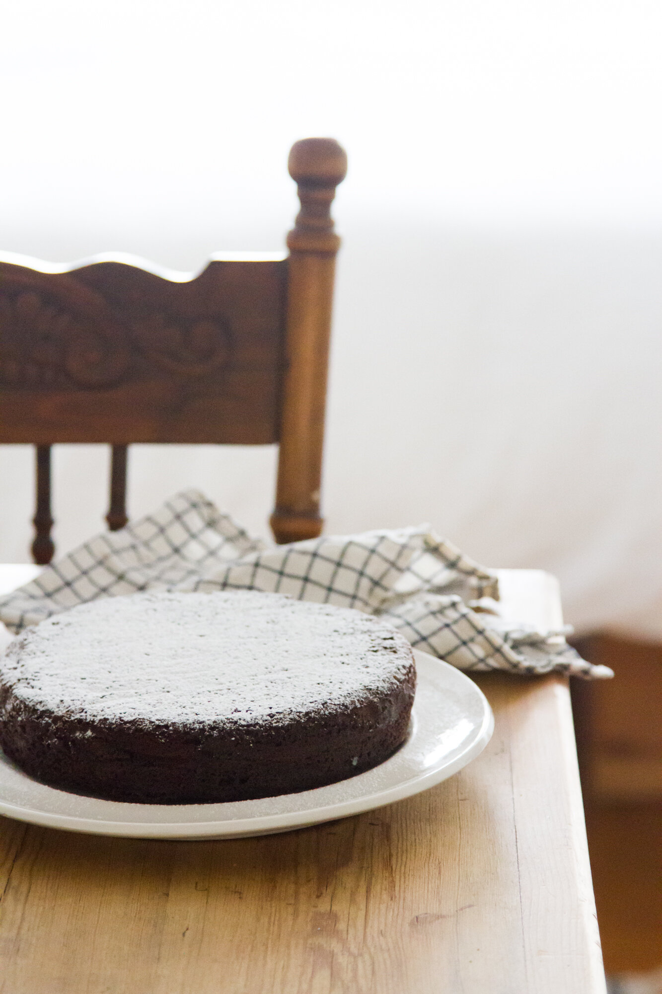 chocolate cake with powdered sugar | reading my tea leaves