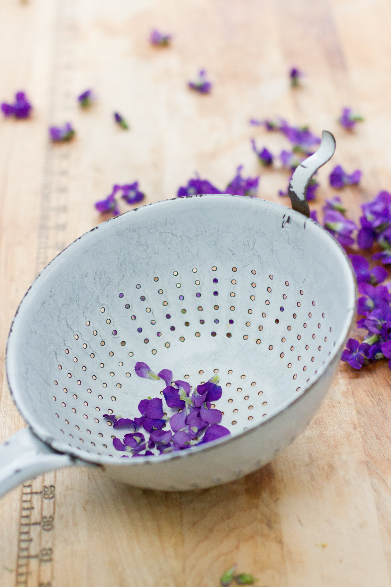 make your own violet syrup | reading my tea leaves