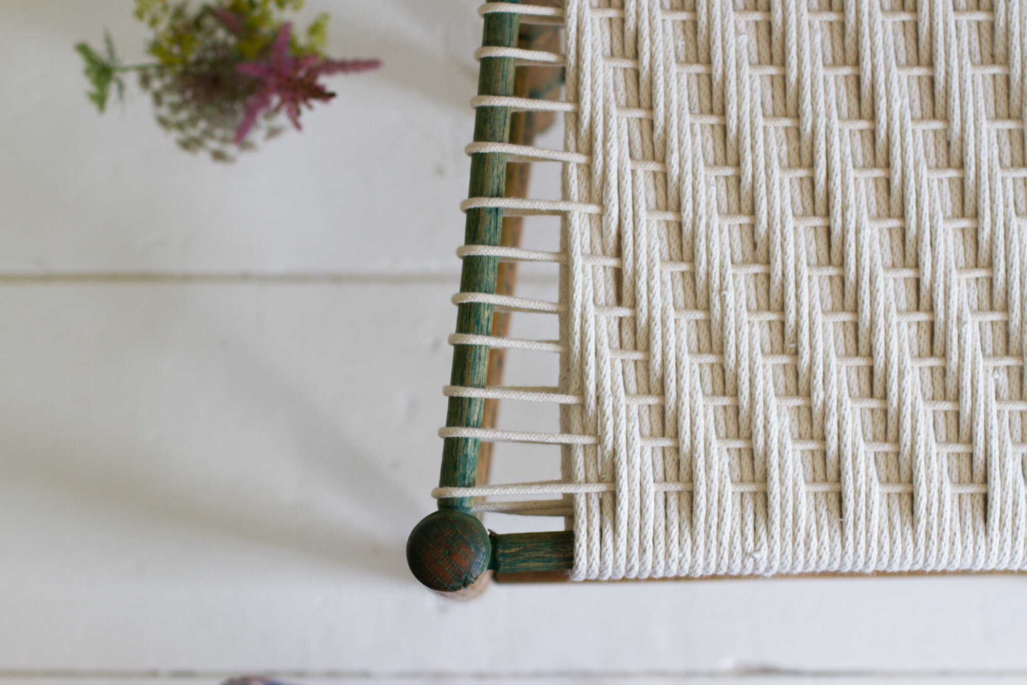 weaving a new chair seat with clothesline | reading my tea leaves