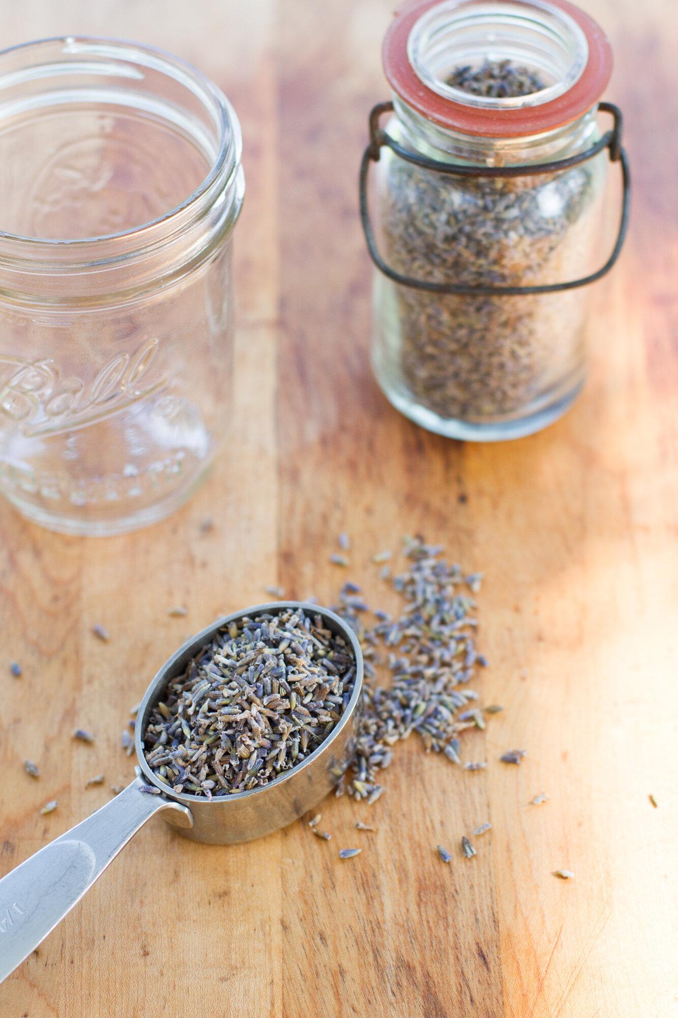 lavender vinegar cleaning spray | reading my tea leaves