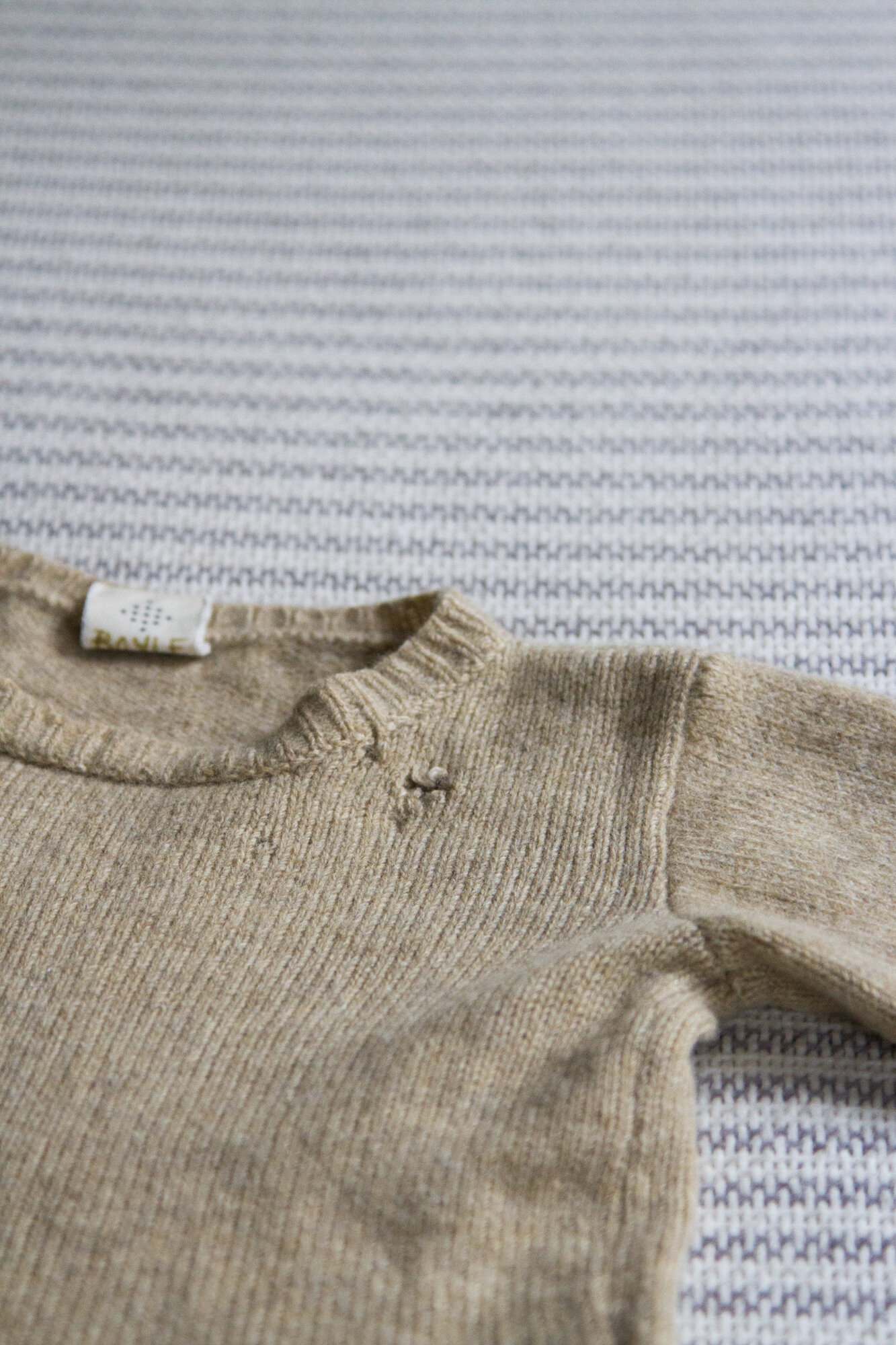 making simple wool sweater repairs | reading my tea leaves