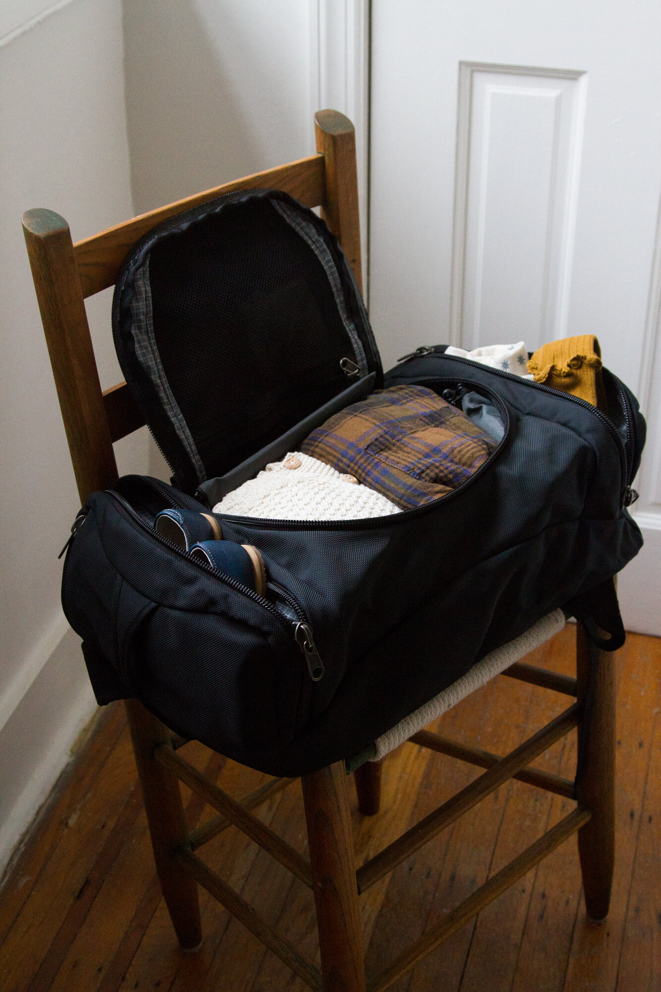 a traveling bag that keep giving | TOM BIHN | reading my tea leaves