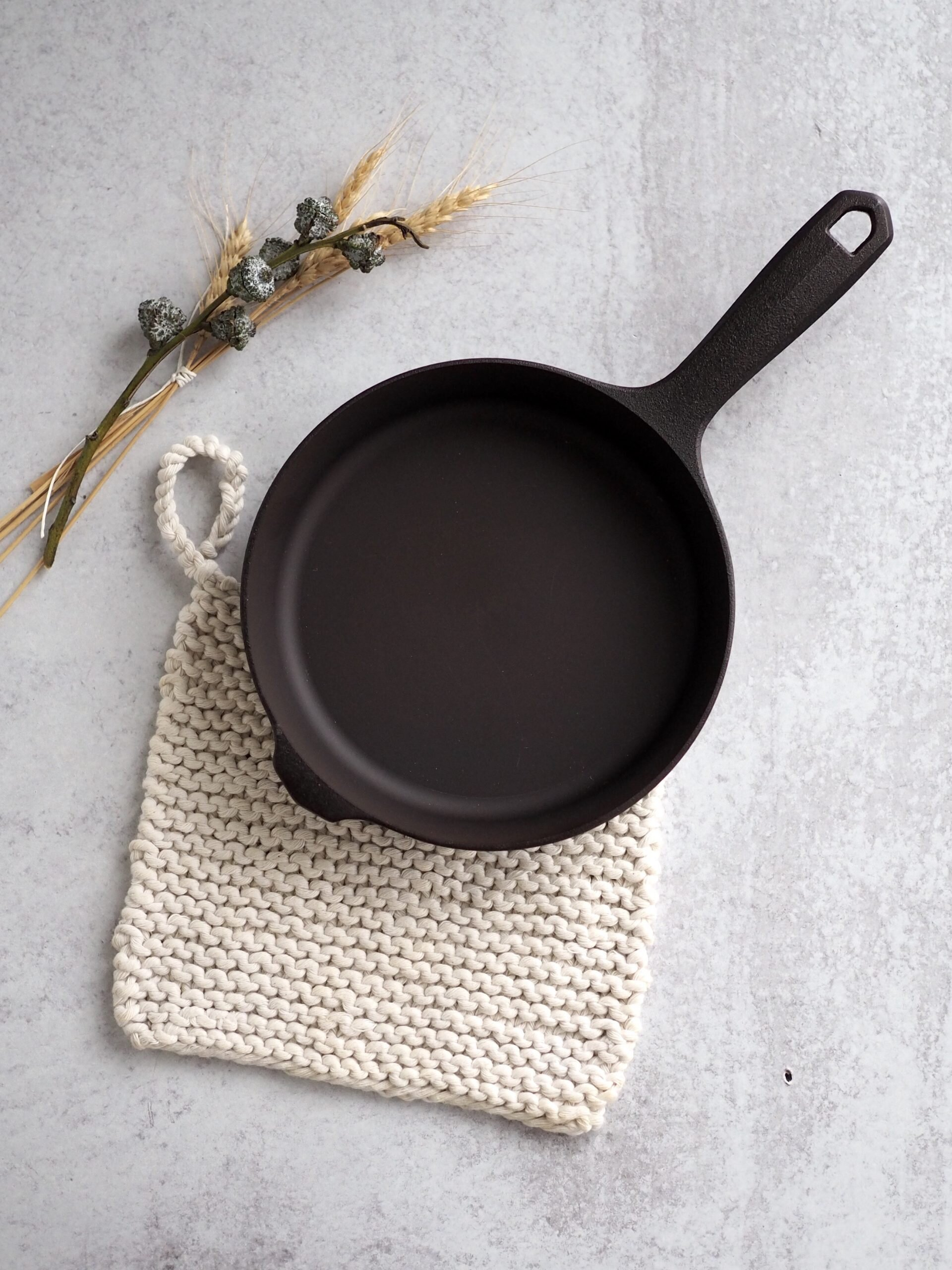 field company skillet + potholder | reading my tea leaves